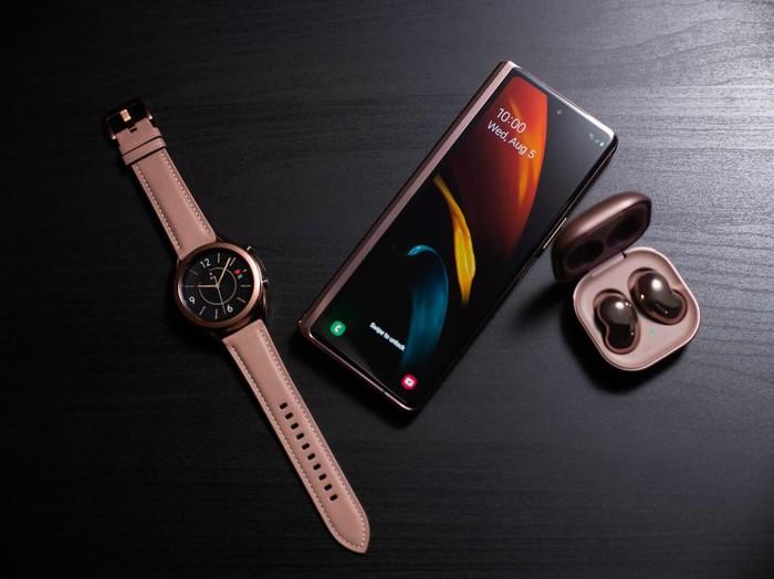 """Sang trọng, năng suất, đa nhiệm"""" là những tính từ Samsung miêu tả về Z Fold2, cũng là những lợi ích thực tế mà thiết bị này có thể mang đến cho người dùng."""