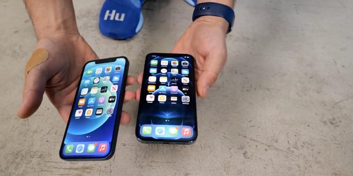 Ở độ cao này, cả 2 chiếc iPhone 12 và 12 Pro đều vẫn nguyên vẹn không một vết trầy xước