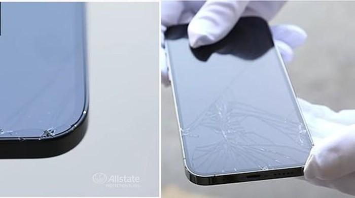 Sau khi rơi đập mặt xuống đất: Bên trái là iPhone 12, bên phải là iPhone 12 Pro. Ảnh: Allstate.