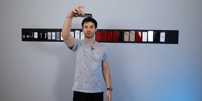 Tiếp theo, anh chàng nâng độ cao lên 2m và thả úp mặt trước của iPhone xuống.